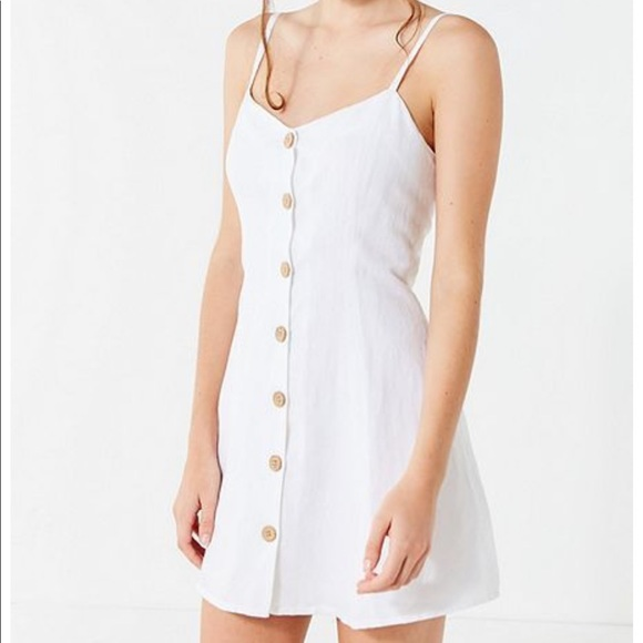 2c03c98bb0b UO Button-Up Strappy Back Linen Dress. M 5c75e89c819e90a572326735